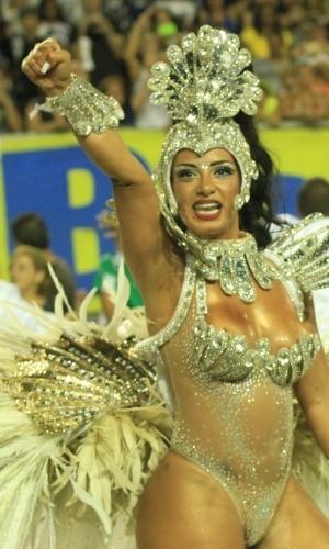 6.fev.2016 - Cinthia Santos, a rainha de bateria da Águia de Ouro