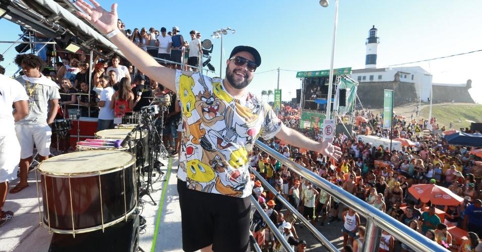 8.fev.2016 - Tiago Abravanel aproveita a folia no trio Coruja com Ivete Sangalo