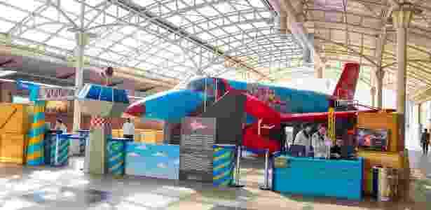 Avião de 20 metros de comprimento estacionado em shopping de Curitiba funciona  como um laboratório de ciência e tecnologia - Divulgação/Priscilla Fiedler