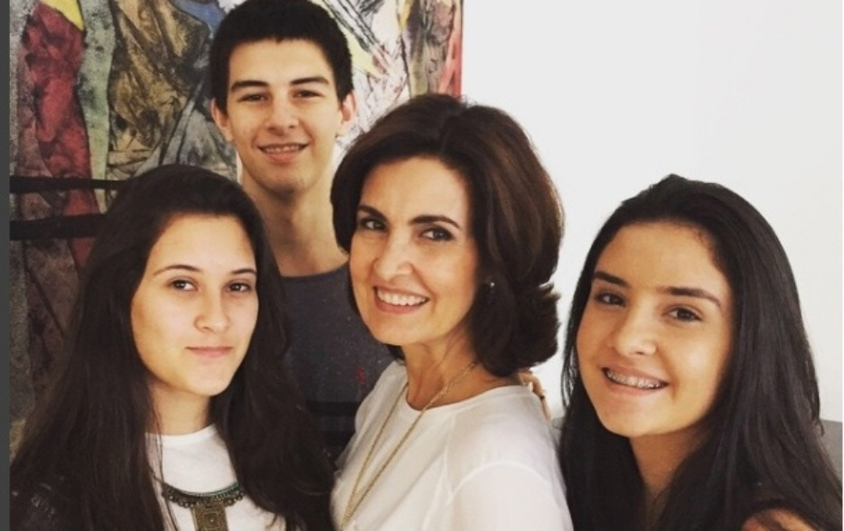 Fátima Bernardes com os filhos Beatriz, Vinícius e Laura Bonemer