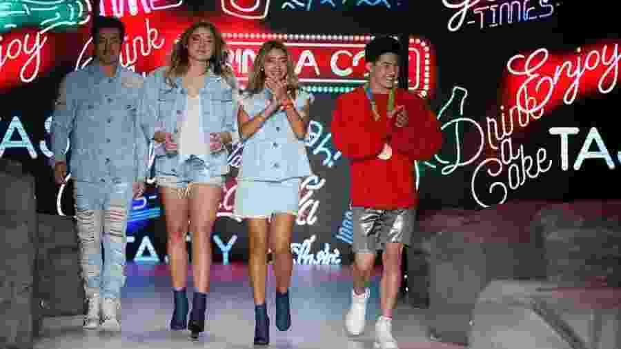 Sasha, Di Ferrero, Arthur Nory e Carol Oliveira encerram desfile da Coca-Cola Jeans na SPFW N42 - Alexandre Schneider/UOL