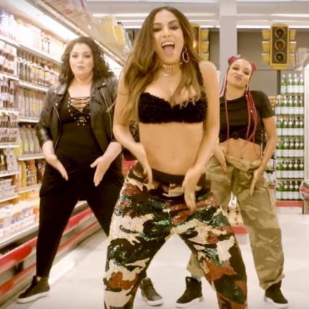 Dançarina plus size roubou a cena em clipe de Anitta - Reprodução