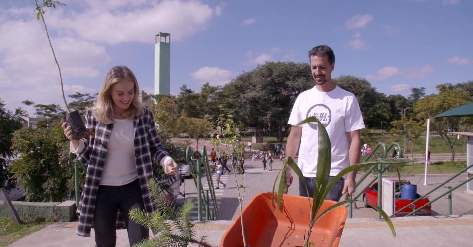 Angélica conhece de perto o projeto Novas Árvores Por Aí, que promove plantios coletivos de árvores