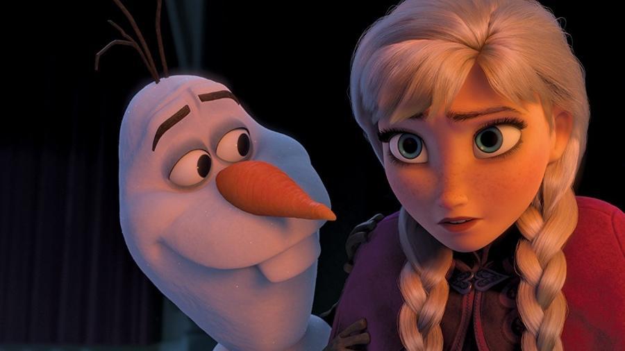 """Olaf e Anna em cena de """"Frozen"""" - Reprodução"""
