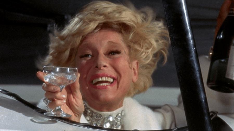 """Carol Channing em cena de """"Positivamente Millie"""" (1967) - Reprodução"""