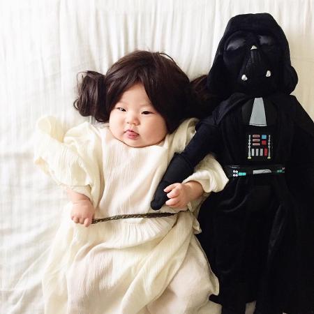 Joey Marie vestida de princesa Leia, na companhia de Darth Vader  - Reprodução/Instagram