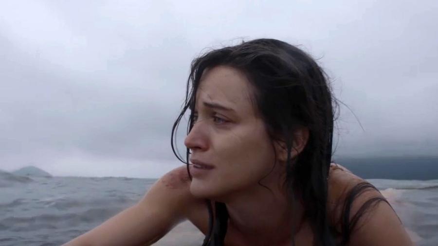 """Clara consegue escapar do caixão em """"O Outro Lado do Paraíso"""" - Reprodução/Gshow"""