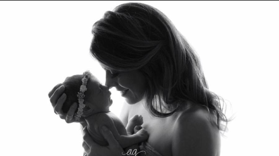 Joana Balaguer e Gaia, sua filha recém-nascida - Andreia Garcia/Reprodução/Instagram