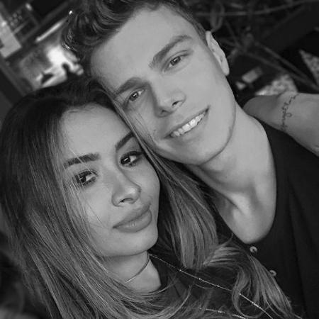 Influencer Nara Almeida com o namorado - Reprodução/Instagram
