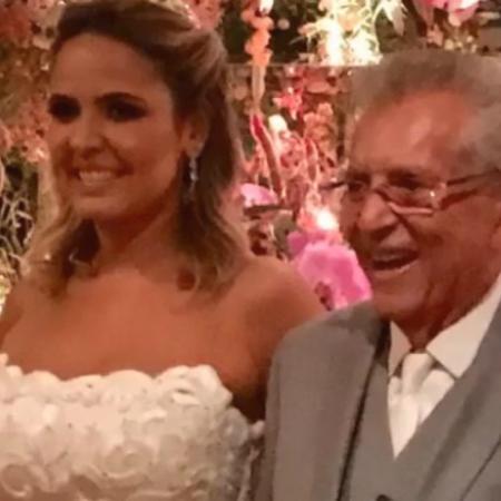 Carlos Alberto de Nóbrega e Renata Domingues subiram ao altar na noite desta quinta-feira (24) - Reprodução/Instagram