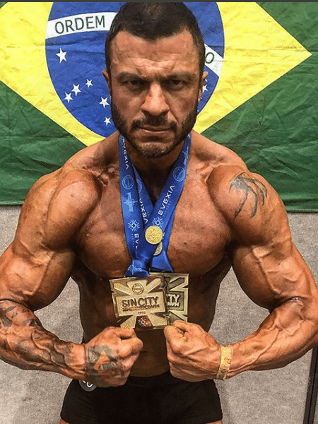 Kleber Bambam com as medalhas que conquistou em campeonato de fisiculturismo  - Reprodução/Instagram