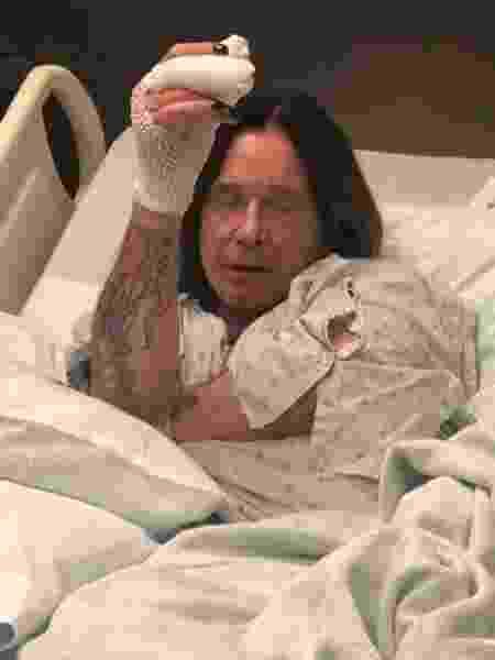 Ozzy Osbourne mostra foto em hospital de Los Angeles após fazer cirurgia na mão - Reprodução/Instagram/@ozzyosbourne
