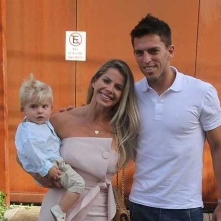 Karina Bacchi vai com Amaury Nunes e o filho, Enrico, ao chá de bebê de Sabrina Sato - Amauri Nehn/Brazil News