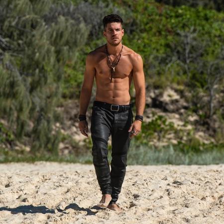 """Marco Pigossi para série """"Tidelands"""" da Netflix na Austrália - Reprodução/Instagram"""