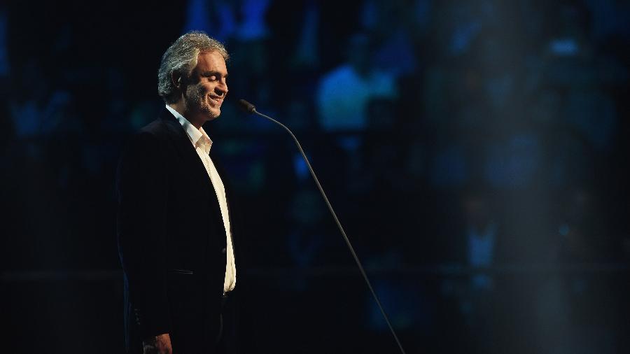 Andrea Bocelli durante show em 2015 - Brian Rasic/Getty Images