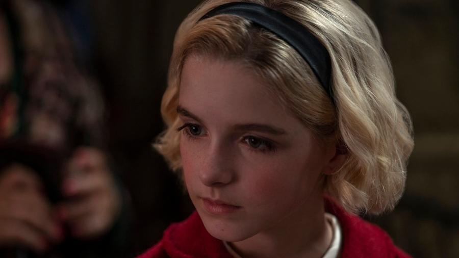 McKenna Grace caracterizada como Sabrina no especial de Natal da série - Divulgação