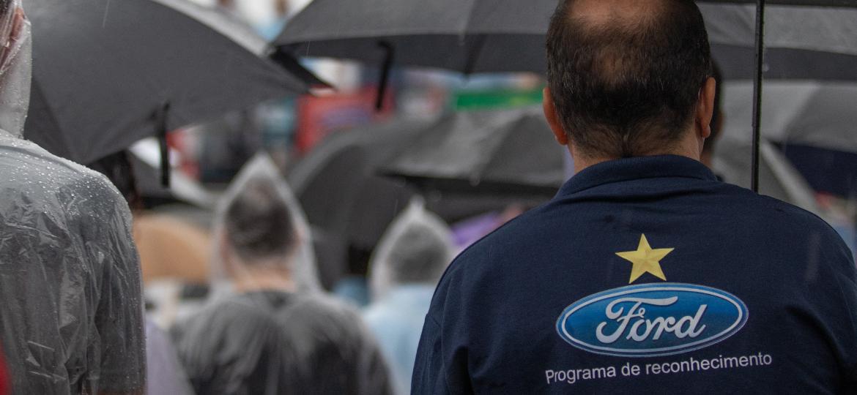 Funcionários da Ford participaram de assembleia em frente à fábrica em São Bernardo do Campo (SP) nesta terça (12) - Danilo M Yoshioka/Futura Press/Folhapress