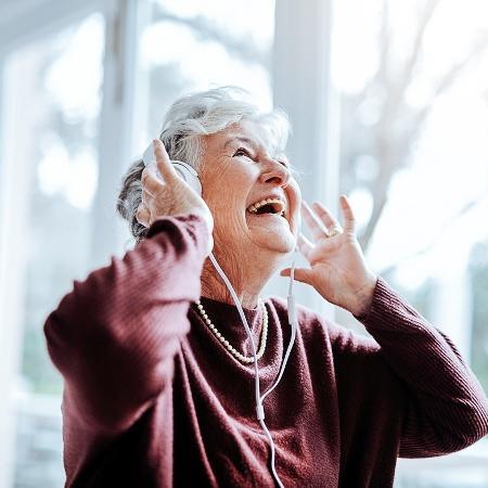 Música reduz não só a dor, mas também os sintomas depressivos e ansiosos desses pacientes - iStock