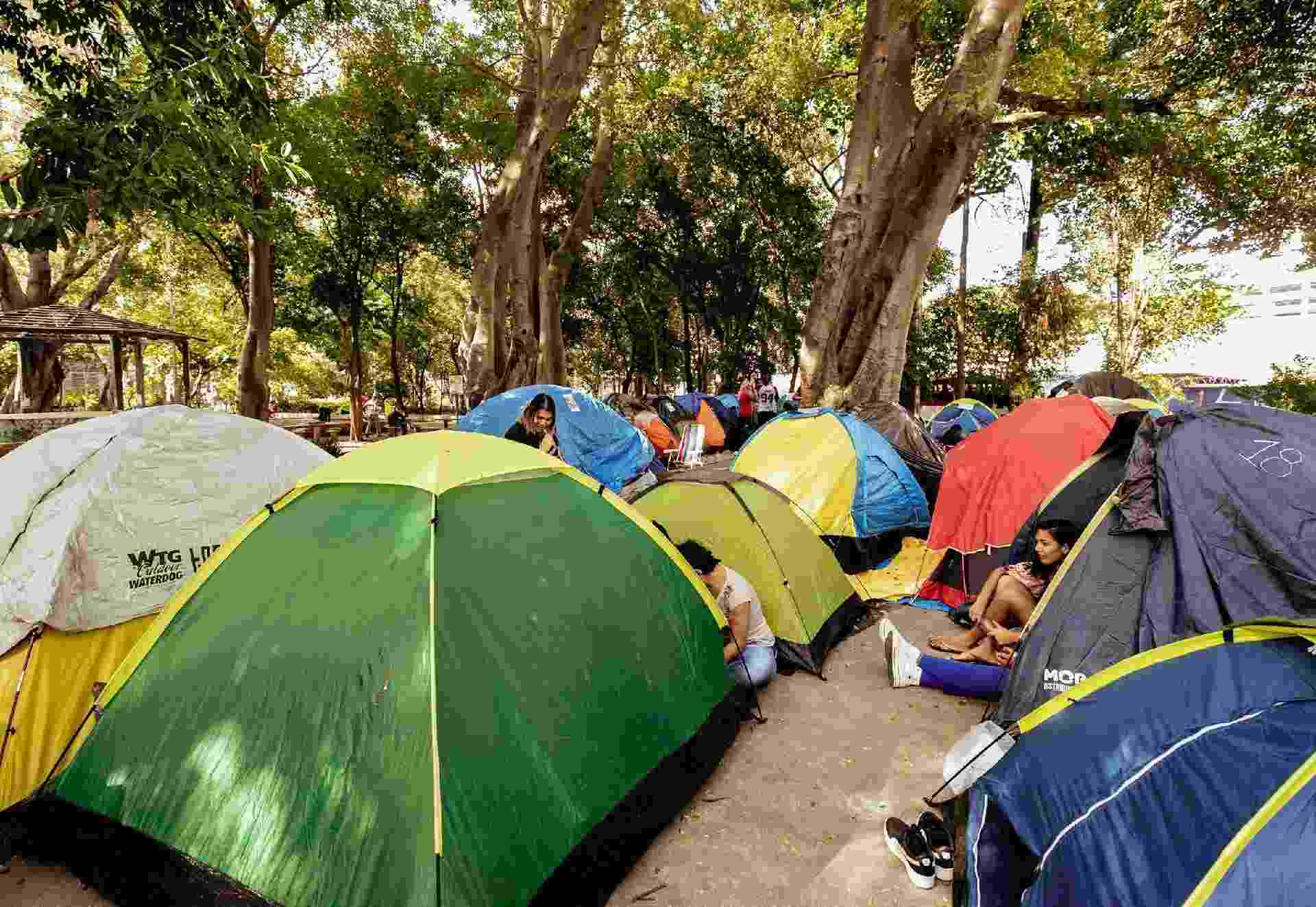 Vista geral do acampamento de fãs do BTS no entorno do Allianz Parque - Mariana Pekin/UOL