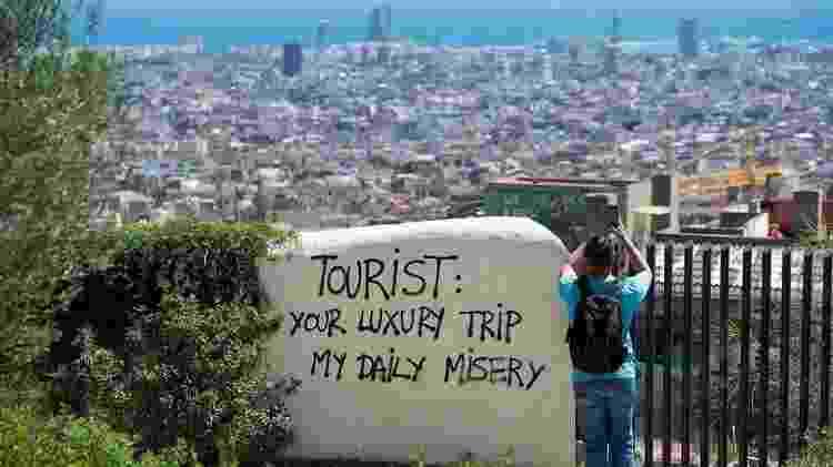 'Sua viagem de luxo, minha desgraça diária': alguns moradores de Barcelona dizem que estão sendo expulsos de sua cidade para dar lugar a turistas - GETTY IMAGES
