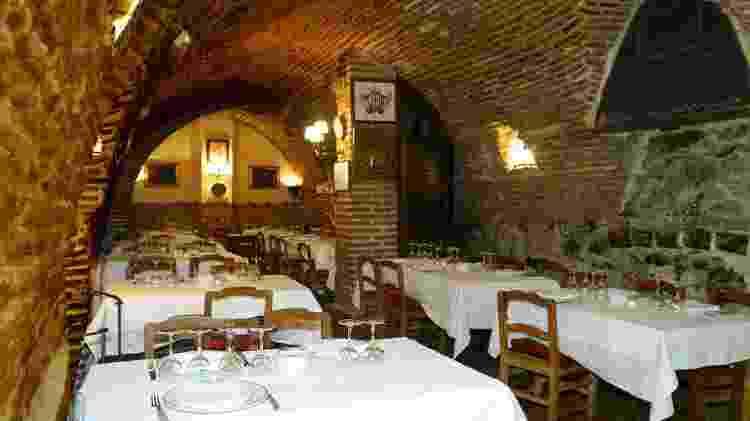 Interior do restaurante Botín, já frequentado por gente como Ernest Hemingway - Divulgação/Botín - Divulgação/Botín