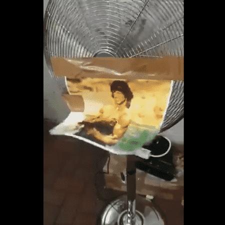 A violência de Rambo com apenas uma foto e um ventilador - Reprodução/Twitter