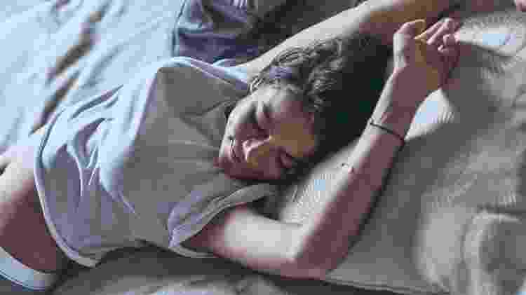 Mulher acordando - Getty Images/iStockphoto - Getty Images/iStockphoto