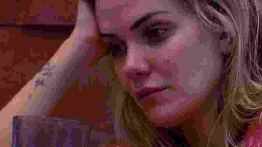 BBB 20: Marcela chora ao desabafar com Giselly - Reprodução/Globoplay