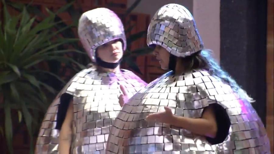 Marcela e Gizelly cumprem castigo do monstro - Reprodução/Globoplay