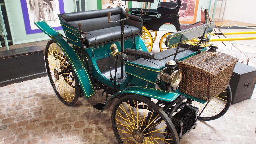 Peugeot Type 3 semelhante ao que pertenceu a Alberto Santos Dumont repousa em museu da marca na França - Reprodução