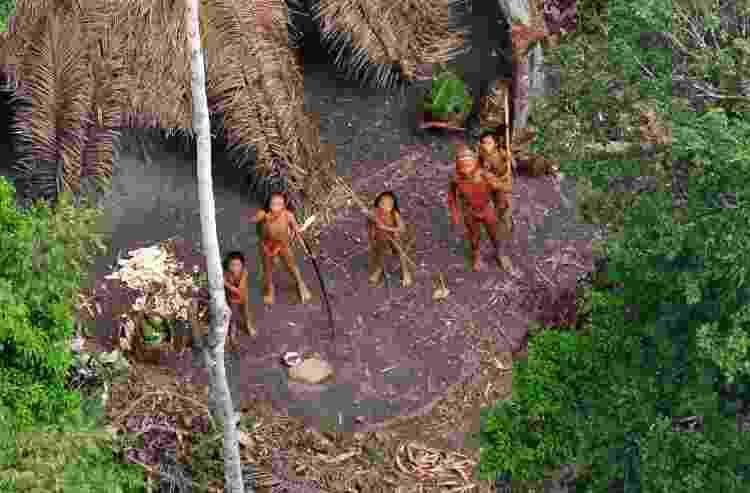 Grupo indígena isolado na Amazônia, fotografado por autoridades da Funai - Gleison Miranda/Funai - Gleison Miranda/Funai