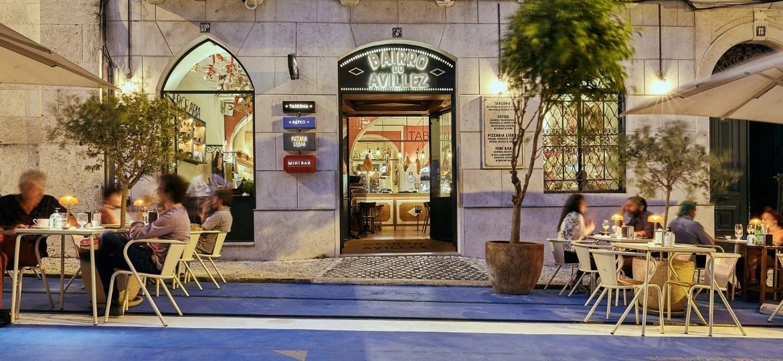 Em Lisboa, na frente do complexo do chef José Avillez (de Mestres do Sabor), a rua azul indica que foi fechada para tráfego e pode ser ocupada por mesas - Bruno Calado/Divulgação