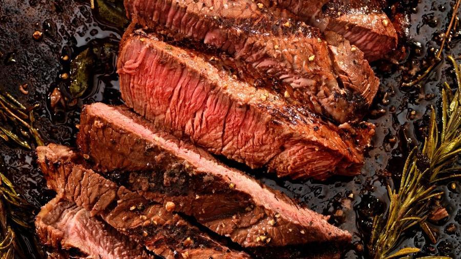 Carne bem fatiada: essencial para uma mordida agradável - Getty Images