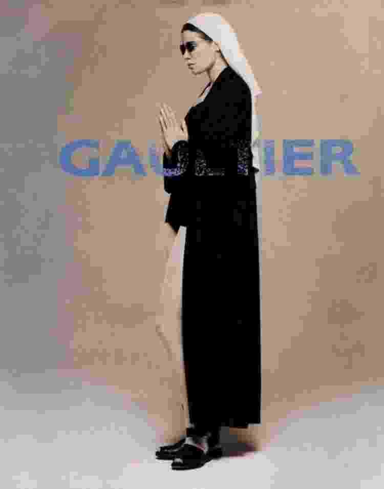 Publicidade da coleção de Jean Paul Gaultier inspirada em freiras - Reprodução - Reprodução