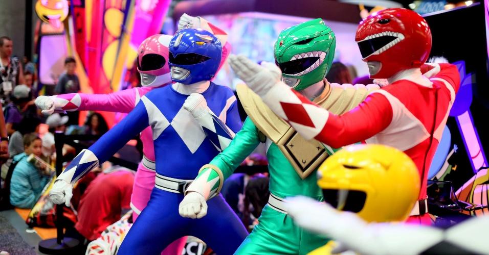 9.jul.2015 - Um grupo de Power Rangers faz pose para a foto durante a San Diego Comic-Con, na Califórnia