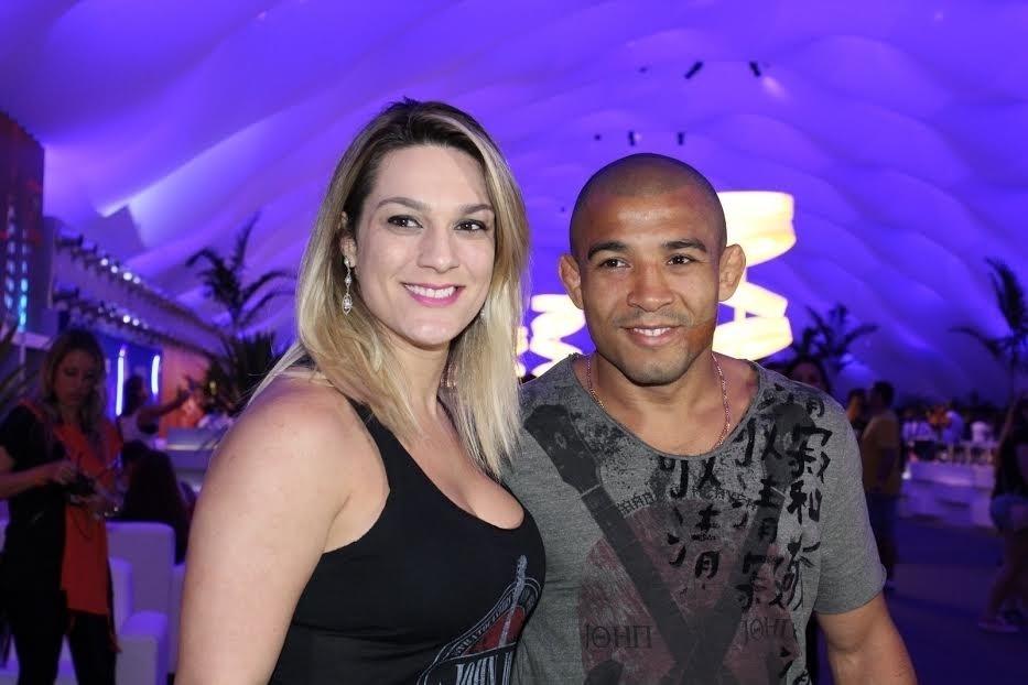 24.set.2015 - José Aldo comparece ao 4° dia de Rock in Rio acompanhado da mulher, Vivianne