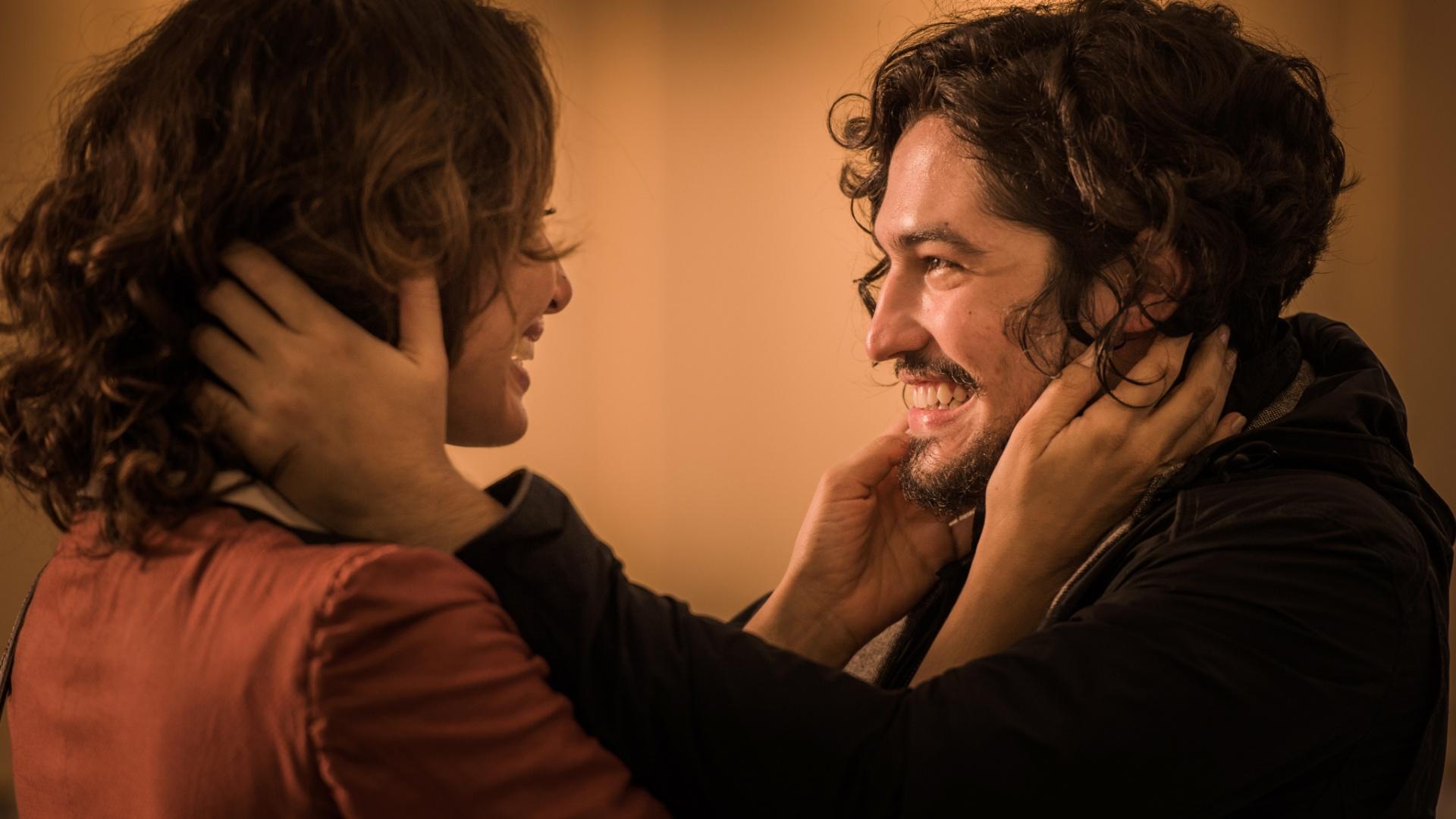 Gabriel Leone vê a relação de Miguel com a mãe Tereza (Camila Pitanga) de muito carinho e cumplicidade