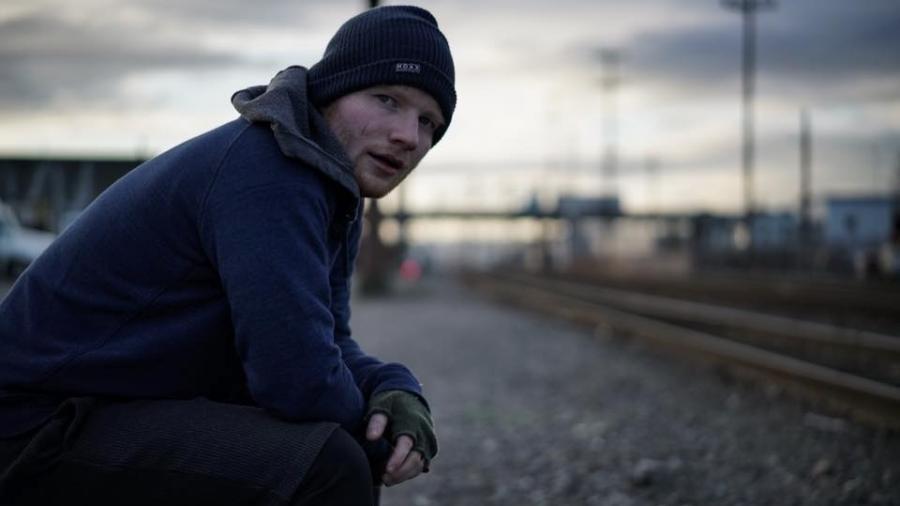 """Ed Sheeran em clipe de """"Shape Of You"""" - Divulgação"""