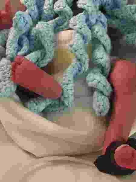 """""""Os bebês ficam mais tranquilos segurando os tentáculos"""", conta Kika, mãe de um bebê prematuro  - Arquivo pessoal - Arquivo pessoal"""