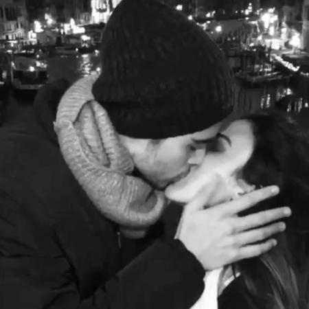 Tatá Werneck e Rafael Vitti se beijam durante viagem para Veneza, na Itália - Reprodução/Instagram/tatawerneck