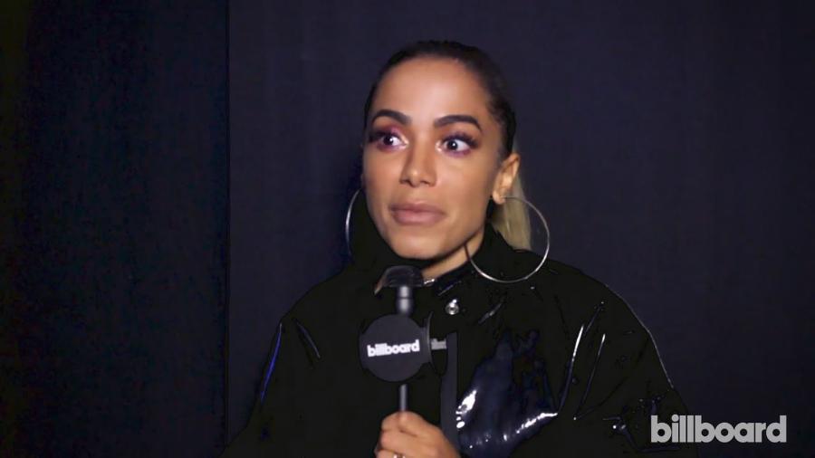 A cantora brasileira Anitta em entrevista à Billboard americana, em Miami - Reprodução
