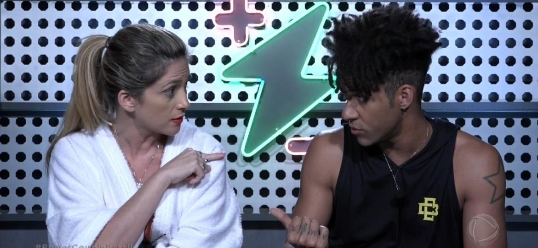 """""""Fala baixo e me respeita"""": Esposa briga com cantor D""""Black em """"Power Couple"""" - Reprodução/TV Record"""