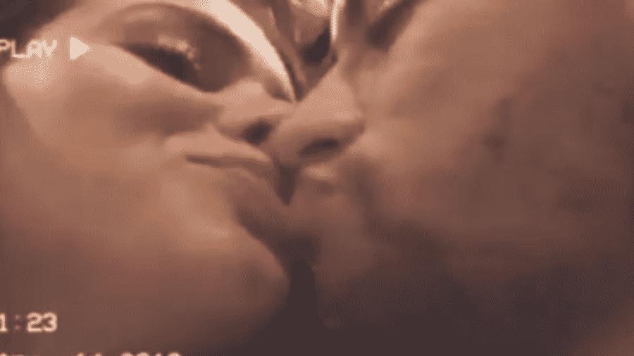 Bruna Marquezine e Neymar trocam beijos - Reprodução/Instagram