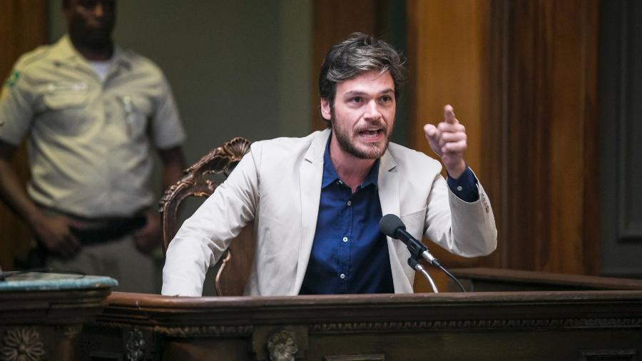 Beto (Emilio Dantas) conta que estava com Luzia (Giovanna Antonelli ) no dia da morte de Edilei - João Miguel Júnior/Globo