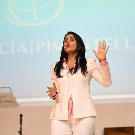 Além de administrar a própria empresa, Patrícia também dá palestras sobre liderança, vendas, motivação e espiritualidade - Arquivo pessoal
