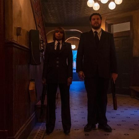 """Cha Cha (Mary J. Blige) e Hazel (Cameron Britton) vão atrapalhar os protagonistas da série """"The Umbrella Academy"""" - Divulgação"""