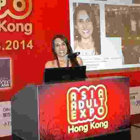 Elaine ministrou palestra e levou seus produtos para a Feira Erótica de Hong Kong, em 2014 - Arquivo pessoal