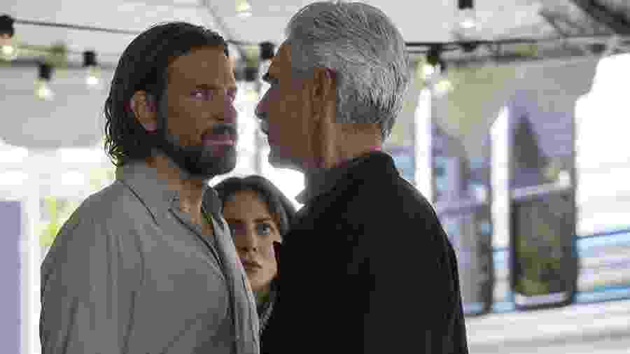 """Sam Elliott encara Bradley Cooper em cena de """"Nasce Uma Estrela"""" - Divulgação"""
