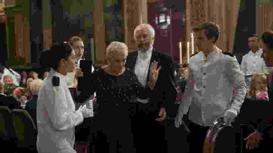 """Glenn Close e Jonathan Pryce em cena de """"A Esposa"""" - Reprodução/Embankment Films"""