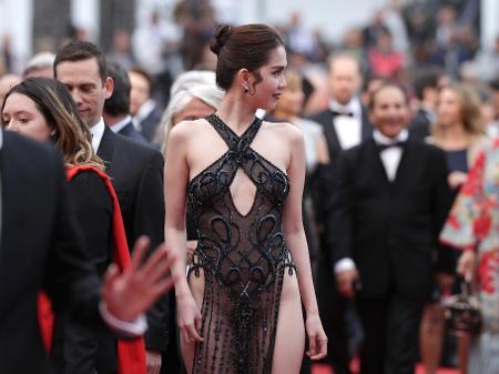 5bfab7125 Quem é a vietnamita que roubou a cena com look no Festival de Cannes ...
